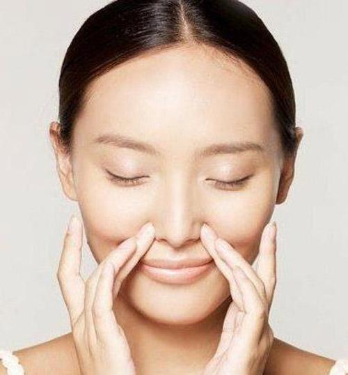 Bài tập làm mũi cao bằng massage nâng mũi thêm dài