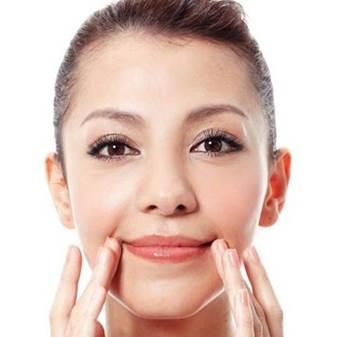 Phương pháp giúp môi bớt thâm và căng mọng