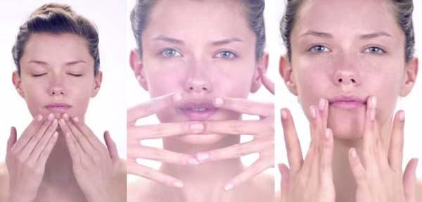 Cách sử dụng tay để massage đôi môi của bạn