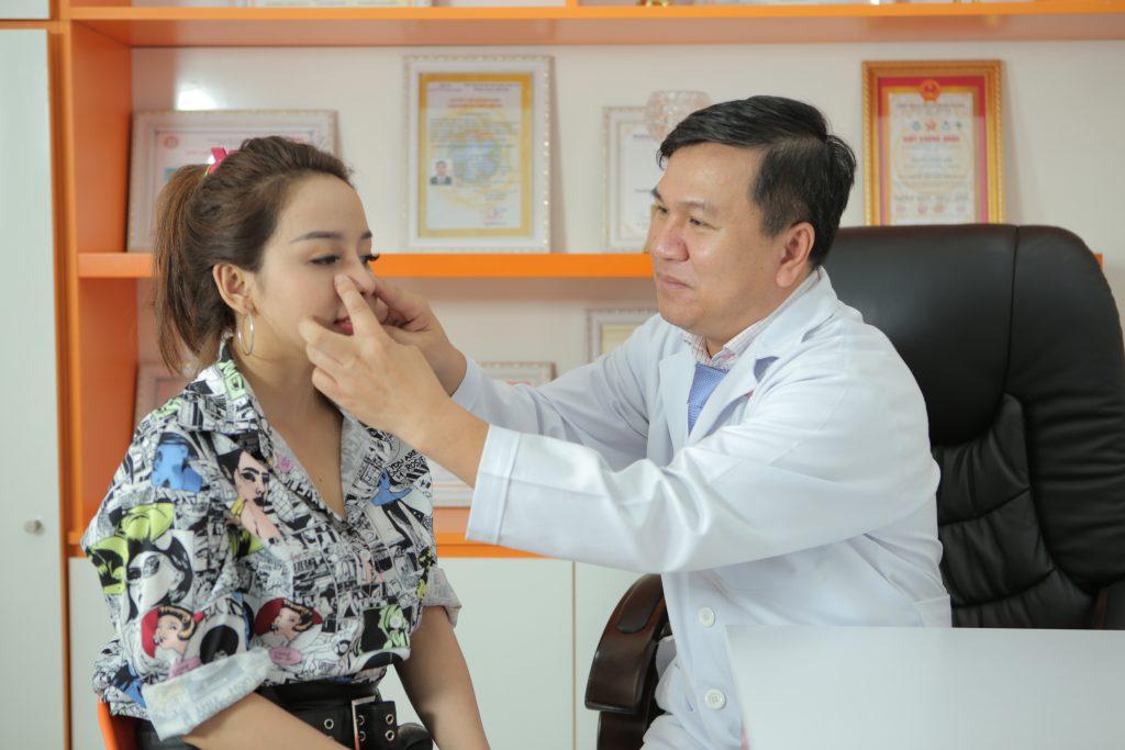 Các bác sĩ ở phòng khám chuyên sâu nâng mũi AZ NOSE sẽ giúp bạn chọn đúng phương pháp nâng mũi giúp bạn sở hữu dáng mũi đẹp lâu dài