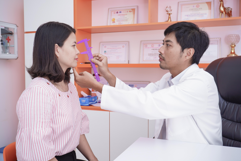 Đội ngũ bác sĩ chuyên môn cao tại AZ NOSE mang đến dáng mũi đạt chuẩn tỷ lệ vàng.