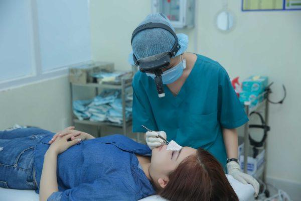 Chăm sóc hậu phẫu tốt sau nâng mũi giúp quá trình hồi phục nhanh hơn