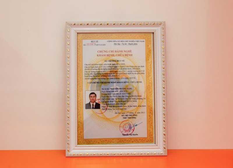 Chứng chỉ hành nghề của bác sĩ Nguyễn Hoàng Nam.