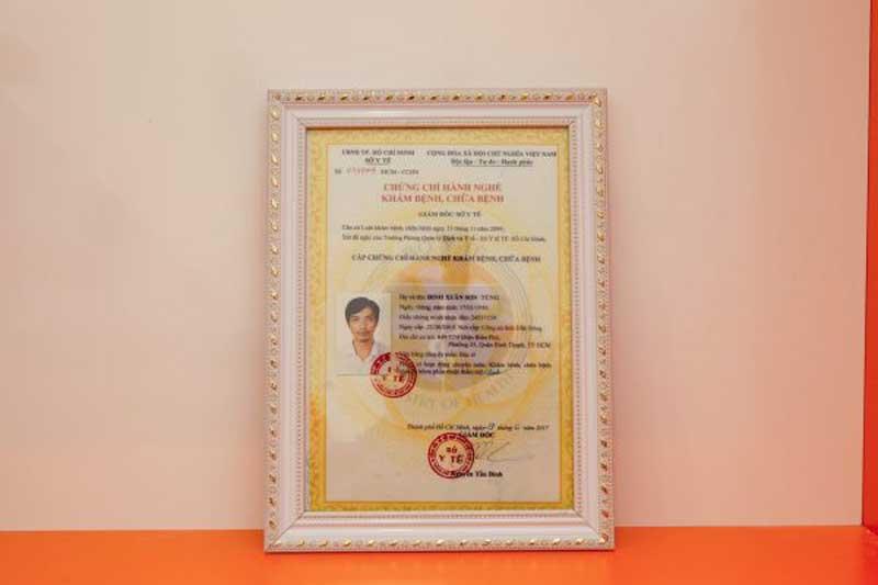 Chứng chỉ hành nghề của bác sĩ Đinh Xuân Sơn Tùng.
