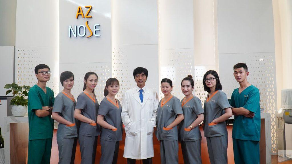Bác Sĩ Tùng cùng đội ngũ điều dưỡng của AZ NOSE