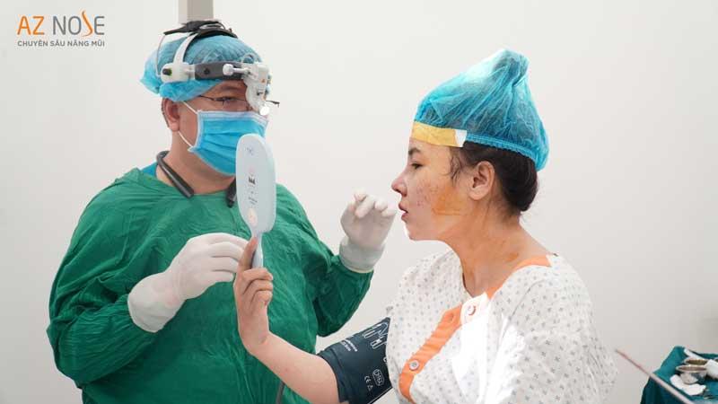 Đội ngũ bác sĩ phẫu thuật hơn 12 năm kinh nghiệm tại AZ NOSE.