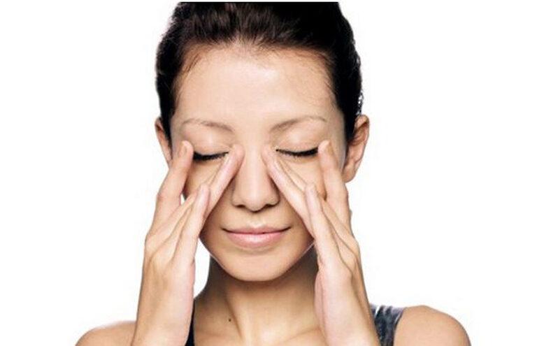 Massage mũi cũng là một phương pháp rất hữu ích để khắc phục tình trạng mũi to