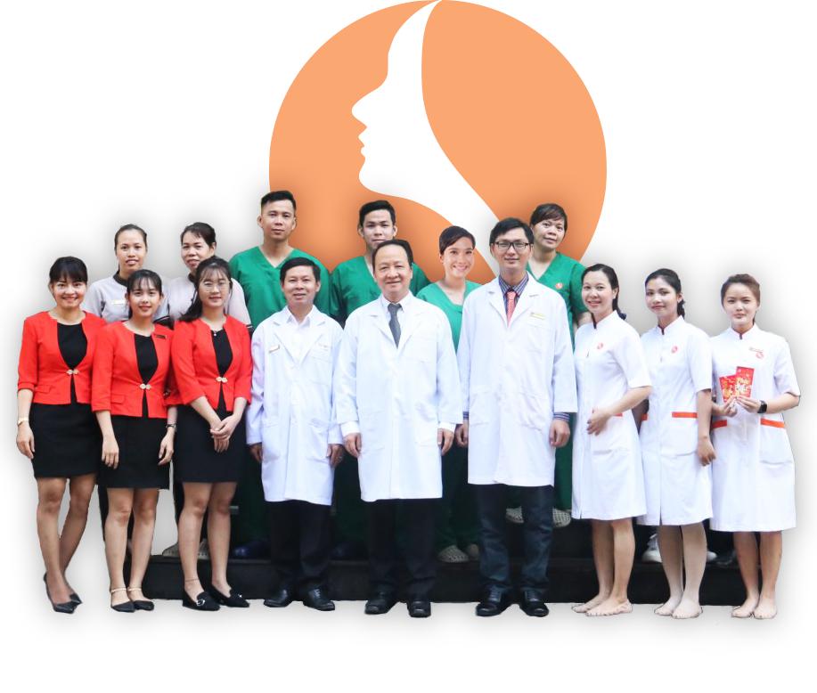 TS-BS Nguyễn Thành Nhân và đội ngũ nhân viên tại phòng khám CK PTTM TS.Bác sĩ Nguyễn Thành Nhân