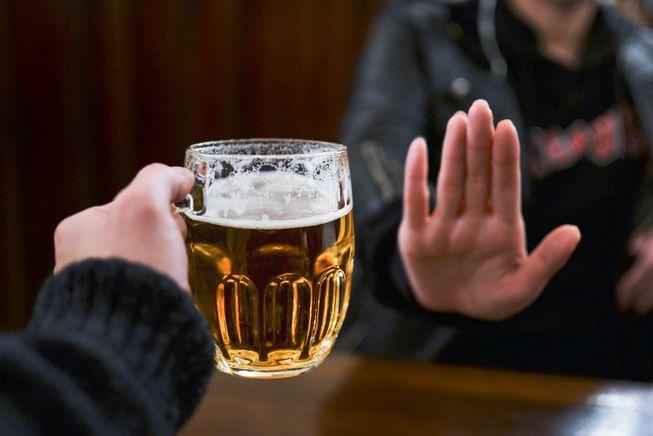 Không nên uống rượu bia trong 3 tháng đầu tiên.