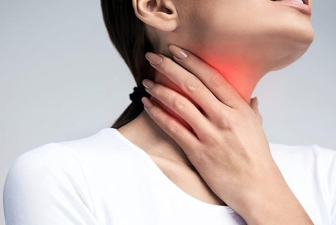 Dịch ở cổ họng có thể mang vi khuẩn lên mũi gây nhiễm trùng