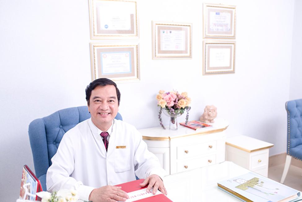 Bác sĩ Nguyễn Thanh Vân nổi tiếng với dịch vụ nâng mũi bọc sụn.