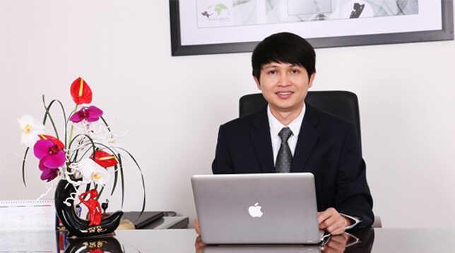 Bác sĩ Nguyễn Văn Phùng nổi tiếng với kỹ thuật nâng mũi sụn sườn.