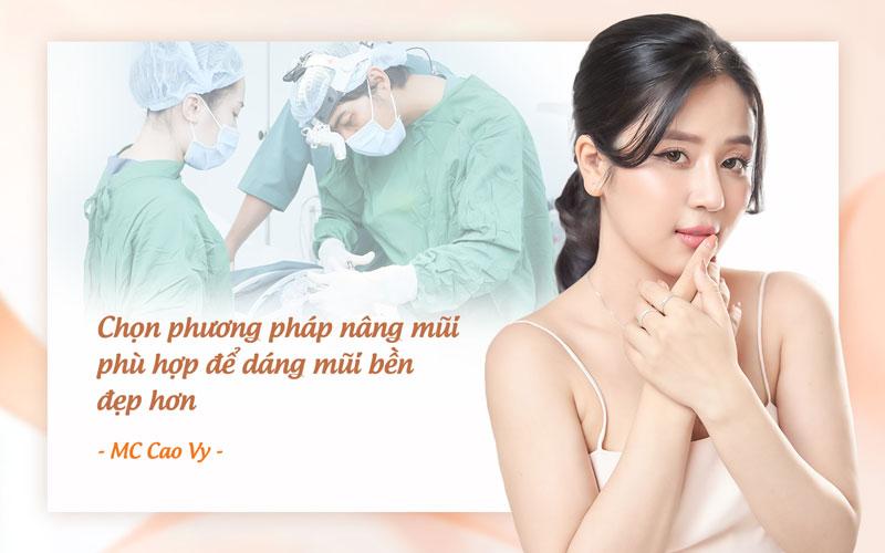MC Cao Vy khuyên chọn phương pháp phẫu thuật nâng mũi để đẹp lâu dài.