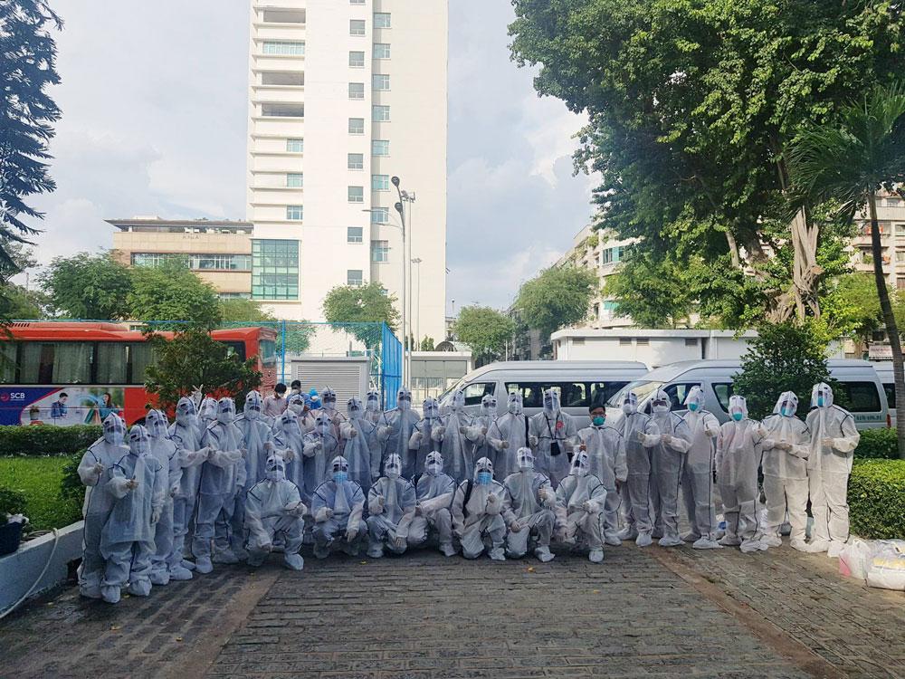 Đội hình sinh viên tình nguyện tham gia phòng, chống dịch. (Ảnh: Tuổi trẻ Y Dược)